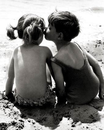 pl126kids-kissing-posters.jpg